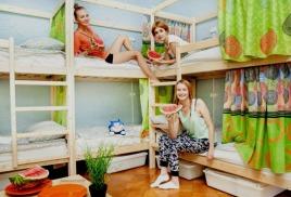 Кровать увеличенной высоты от 230 см до 300 см, идеальна для хостелов!